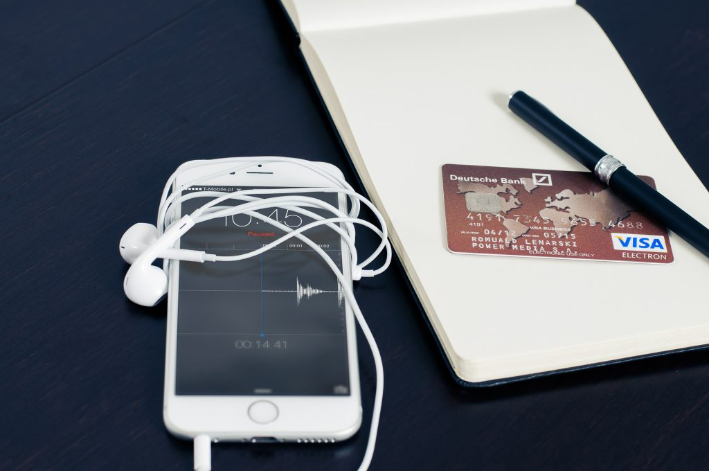 iphone-and-credit-card